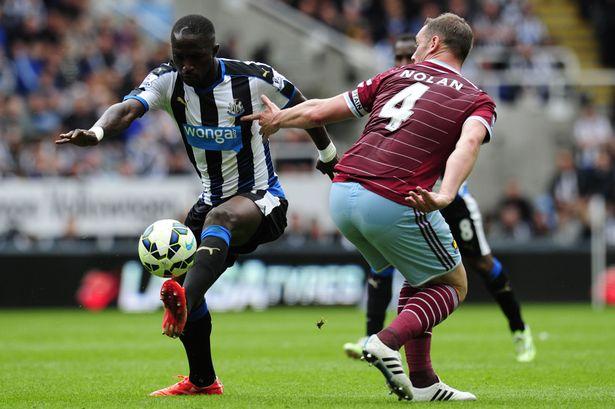 Newcastle's Papiss Cisse & West Ham's Kevin Nolan on the field
