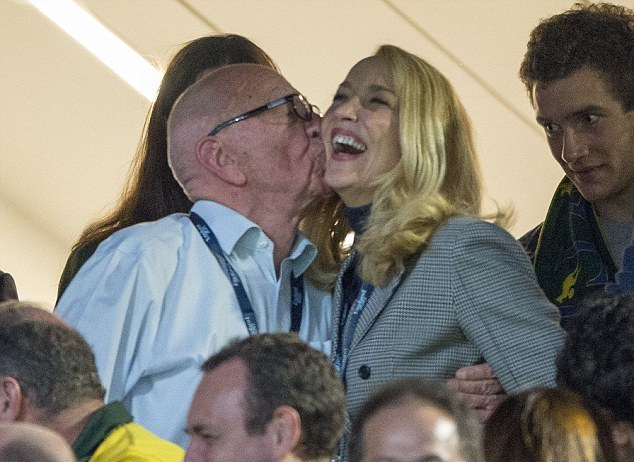 Rupert Murdoch-Jerry Hall-kiss-md